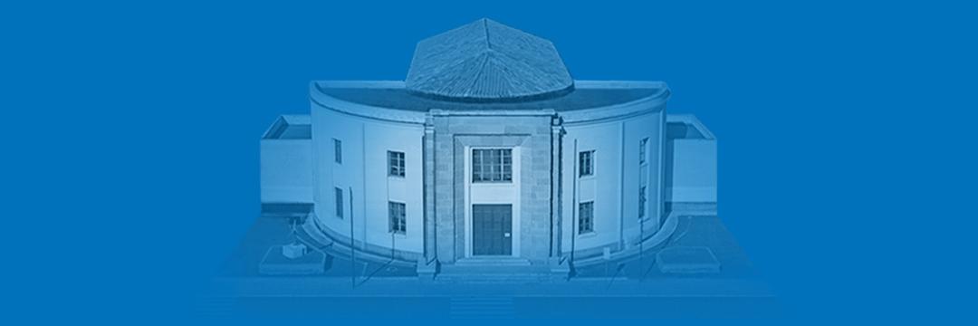 Il Museo Cambellotti su sfondo azzurro